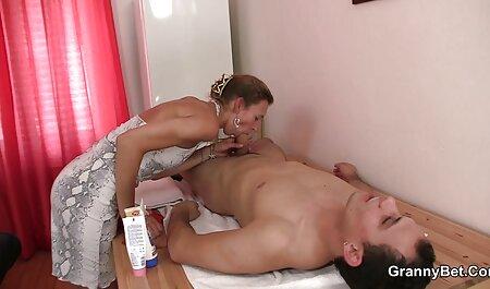 Fofa lésbica pintainhos anal em metendo de ladinho a burro com uma grande preto strapon obter anal orgasmo mais e mais