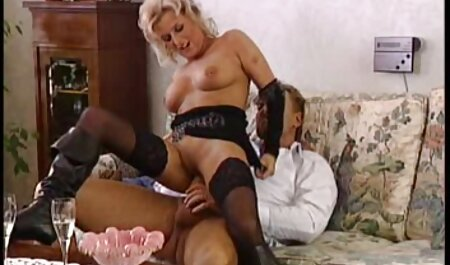 Danadinho preto mulher diligentemente Cócegas uma loira amarrado comendo a novinha amador em a cama