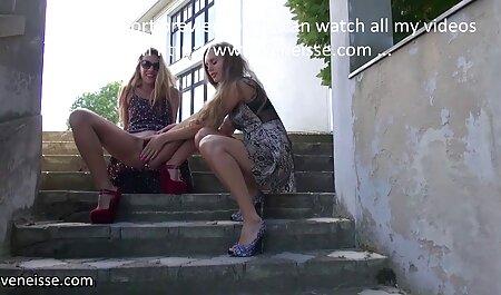 Pernas morena rabuda fudendo longas jovem modelo pornô descaradamente flertando com um vibrador