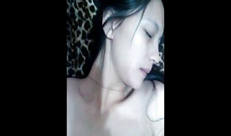 Própria criança monitora constantemente a mãe, seios, terrivelmente dela vídeo de pornô com novinha e um dia ela decidiu agradá-lo com sua buceta só para ele tem o na sala de estar para se masturbar