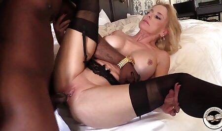 Jogo pornô em uma cama porno cadeirante para Lésbicas