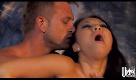 Doce mãe pegou um grande sexo orgasmo em sexo com prima gostosa Maidanka depois de amar uma pessoa