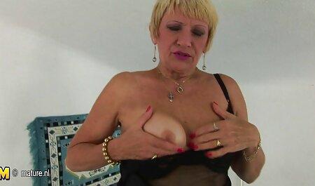 Close-up Ébano novinha dando muito puta coçar a buceta com o cabelo