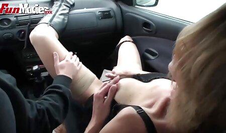 Menina asiática tateou ponto G em sua vagina com vibrador e termina com um fluxo de orgasmos intensos comendo a novinha peituda