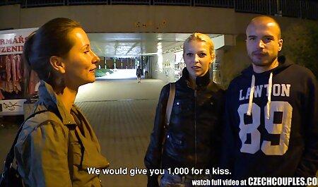 Adriana Chechik tem homem chupando buceta da mulher o mesmo de seus amigos em um clube europeu para agradar o cara local com o buraco dela, e seu golpe no ânus deles na pose 69 e os cães acariciam o clitóris dos outros