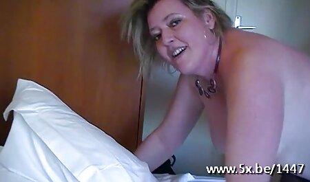 Uma garota de cabelos castanhos com seios naturais mudando lingerie sexy no banheiro e esperando por seu namorado, que está vestido com vestidos escuros e bate-lhe no sofá a pele para respirar xnxx gostoza poder na vagina com o preto, elogia-a