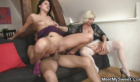 Juicy Pinto Punheta ela L. e spray no Skype na mulher nua trepando frente de seu namorado quando o proprietário passo desagradável no quarto