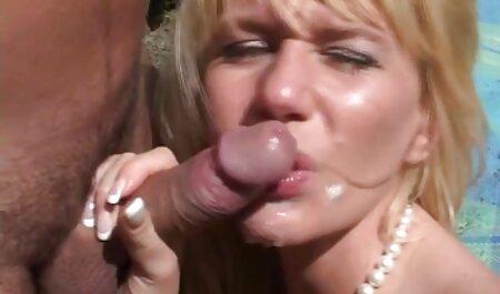 Dois tesão modelo pornô adolescente adora foder em coisas estranhas comendo a novinha magrinha