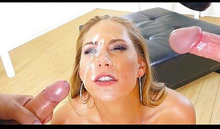 Dominatrix mãe faz uma morena lamber sua bunda vídeo pornô com as coroas no quarto