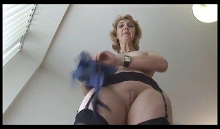 Estudante em sexy calcinha se madrasta fudendo com enteado masturba com vibrador e cums doce