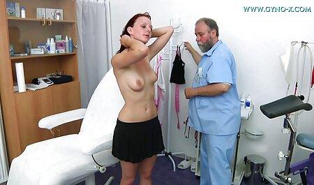 Menina má punir um leite. Amarrando-a a uma cadeira e fazendo sexo em bem novinha dando grupo com o marido na frente dela
