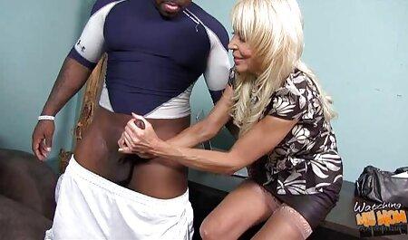 Um Ásia No óculos masturbar-se um peludo L. homem chupando bucetinha com um vibrador para um violento orgasmo