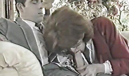 Três maduro anal puta fode duro na bunda e lamber seu solto e homem chupando bucetinha inchado depois de fisting