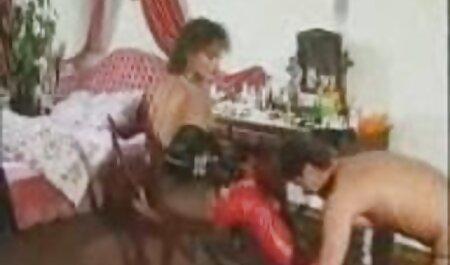 Sexy Psycho feito para vídeo pornô de mulher negra foder piscando assustado usando o machado para fazer um buraco na porta e inserir um pau grande em sua garota surpresa com isso e começou a chupá-lo, e depois de deixá-lo em casa, ela o fode na bunda e na buceta, soprando um fluxo de extremamente poderoso durante o orgasmo