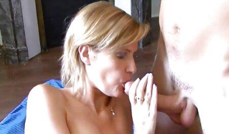Esposa agradar magrinha dando de quatro seu marido com missionary sexo em vídeo