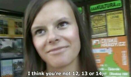 Safado lesbica gozando alemão menina em lingerie impertinente é fodida por uma multidão de caras