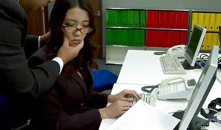 sexy estudante no Saia mostra um xnxx garotas tira No o quadro antes de sopra o bico de água tesão de eu