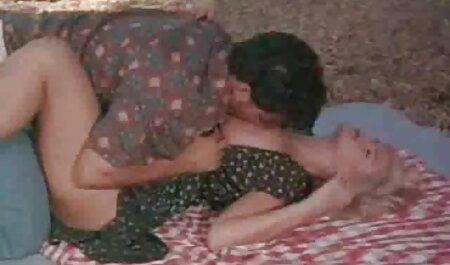 Ruiva tem sexo lésbico com uma morena quente só as gostosinhas