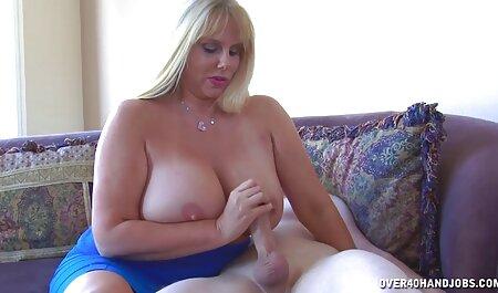 Menina gordinha se masturba buceta no pornô morena escritório que não tira a meia-calça de nylon