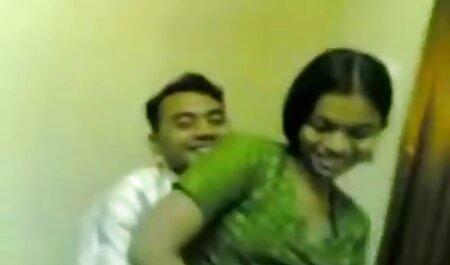 Uma jovem loira chupa o pau xvídeos só as loiras de um homem e sua irmã com ele de todas as maneiras possíveis na cama
