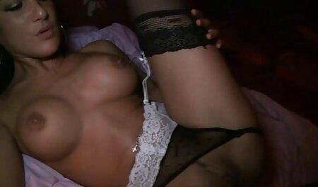 Bêbado Estrela Pornô-se para os caras comendo a priminha novinha