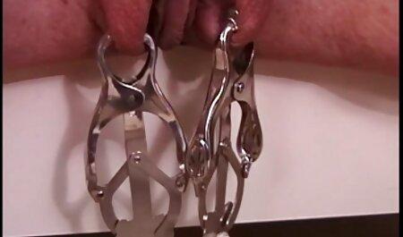 Jovem menina undressing e fodido em A trabalho entrevista vídeo pornô com negras